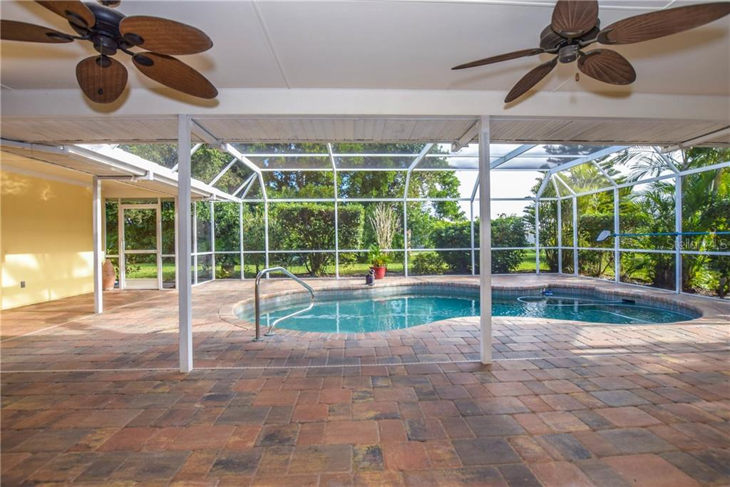 Pool And Lanai - Single Family Home for sale at 512 Warwick Dr, Venice, FL 34293 - MLS Number is N5912872