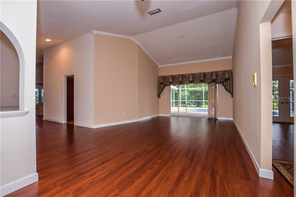 Living Room - Single Family Home for sale at 512 Warwick Dr, Venice, FL 34293 - MLS Number is N5912872