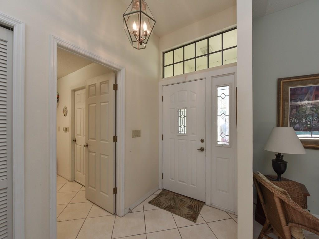 Foyer - Single Family Home for sale at 923 Circle Dr, Venice, FL 34285 - MLS Number is N5912979