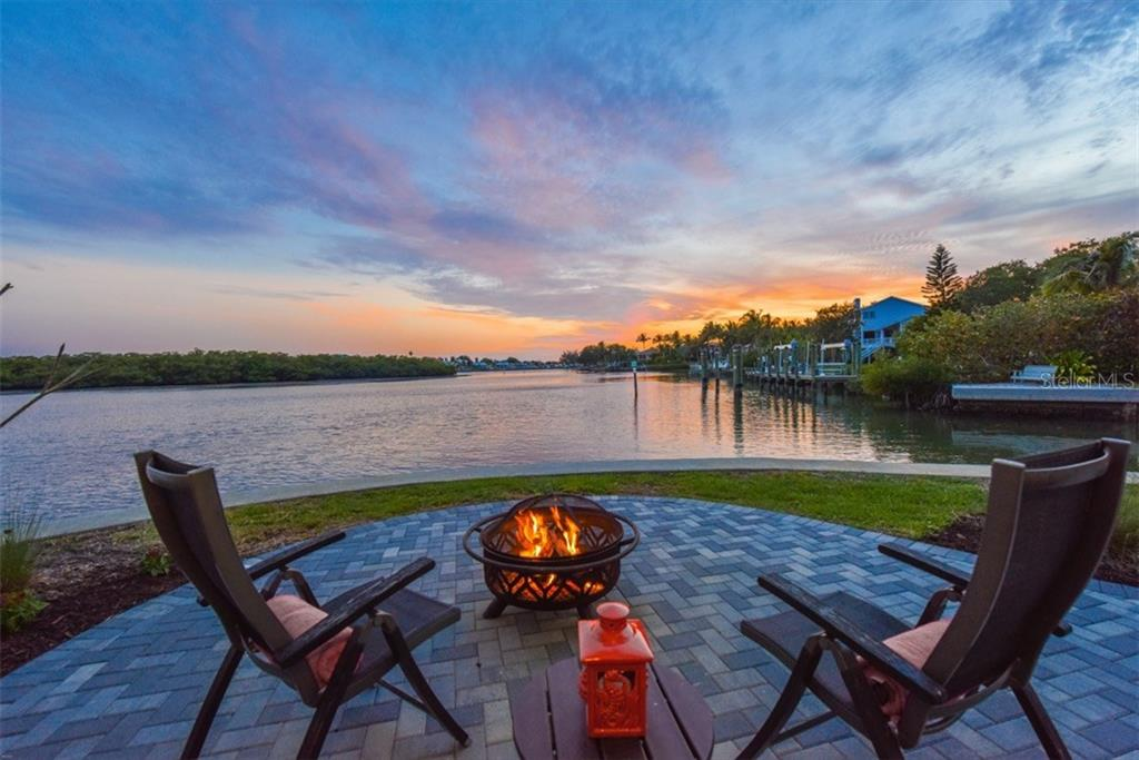 Sunset - Fire Pit - Single Family Home for sale at 525 Bayview Pkwy, Nokomis, FL 34275 - MLS Number is N5912985
