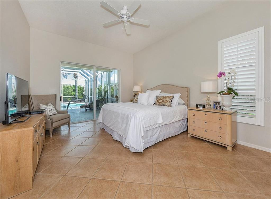 Master Bedroom - Single Family Home for sale at 279 Royal Oak Way, Venice, FL 34292 - MLS Number is N5912986