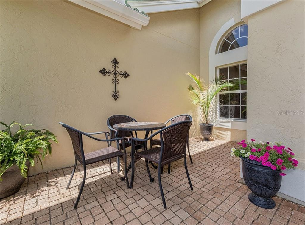 Single Family Home for sale at 279 Royal Oak Way, Venice, FL 34292 - MLS Number is N5912986