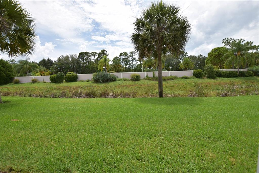 Rear View - Villa for sale at 1641 Monarch Dr #1641, Venice, FL 34293 - MLS Number is N5913259