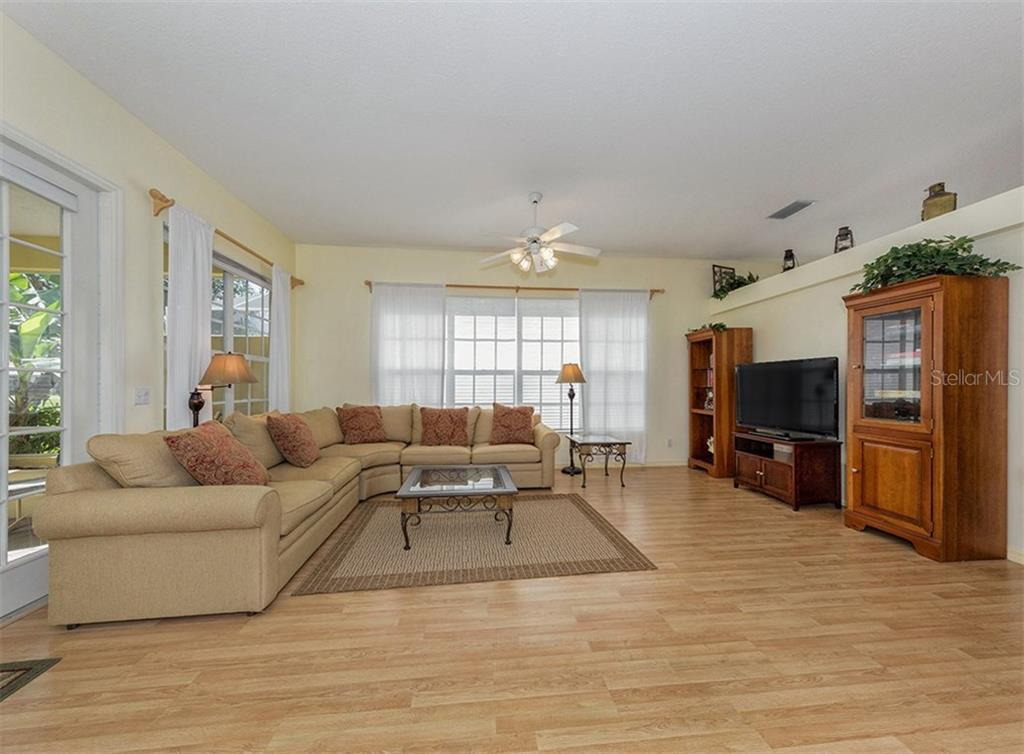 Family room - Single Family Home for sale at 214 Vestavia Dr, Venice, FL 34292 - MLS Number is N5913794