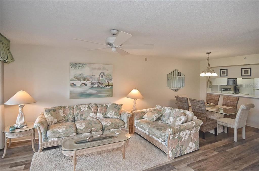 Living/dining room - Condo for sale at 811 Wexford Blvd #811, Venice, FL 34293 - MLS Number is N5914092