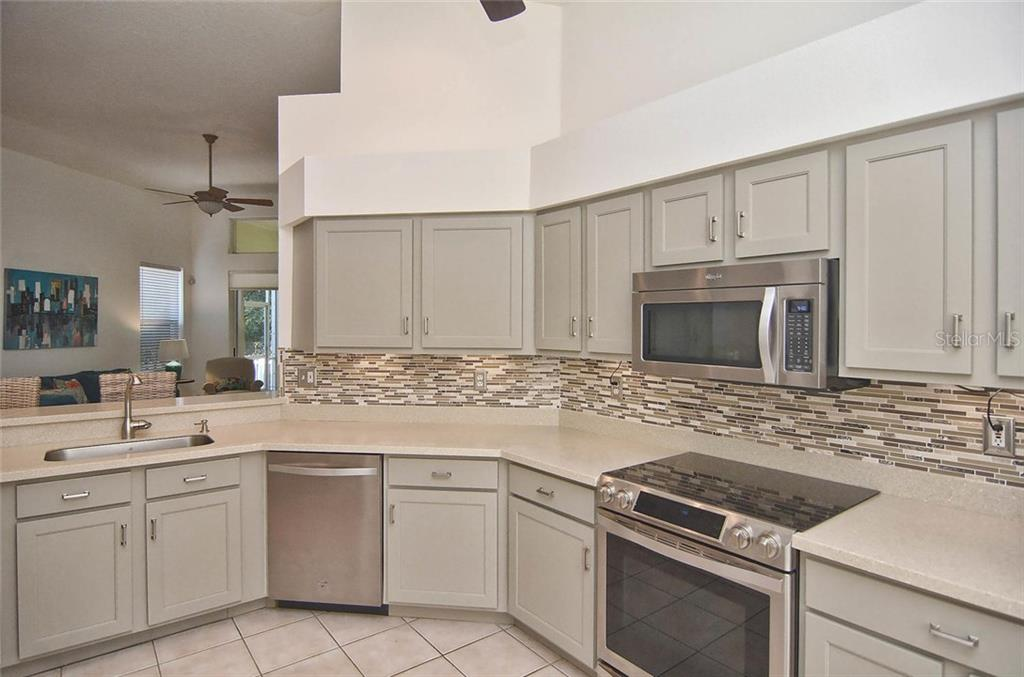 Kitchen - Single Family Home for sale at 498 Meadow Sweet Cir, Osprey, FL 34229 - MLS Number is N5914789