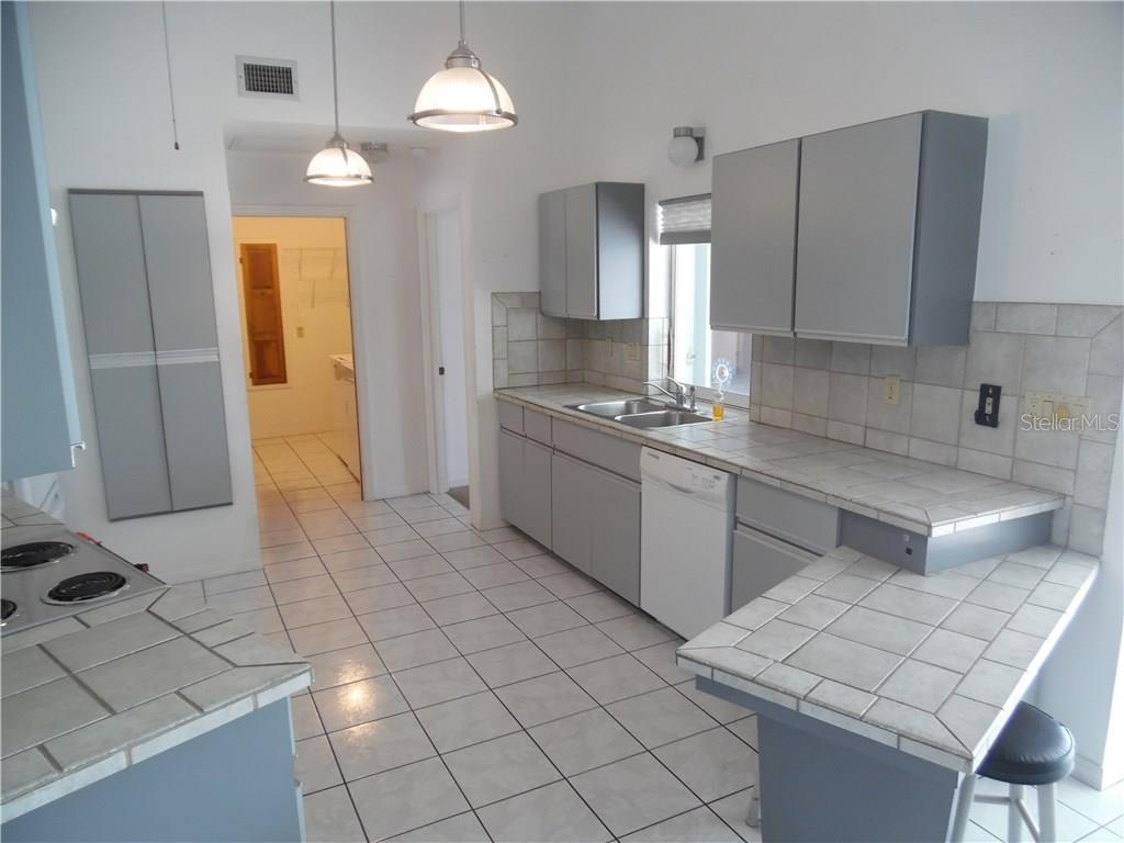 kitchen, gray cabinets, ceramic tile counter tops - Single Family Home for sale at 441 Baynard Dr, Venice, FL 34285 - MLS Number is N5915507