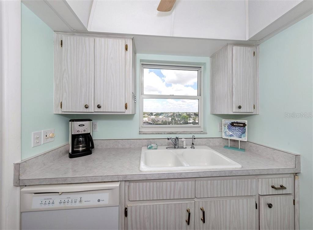 Oversized Master Bedroom (king bed shown) - Condo for sale at 1255 Tarpon Center Dr #606, Venice, FL 34285 - MLS Number is N6100568