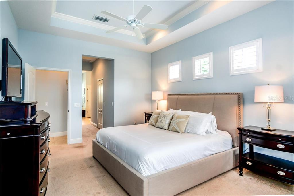 Master Bedroom with tray ceiling - Single Family Home for sale at 368 Marsh Creek Rd, Venice, FL 34292 - MLS Number is N6101204