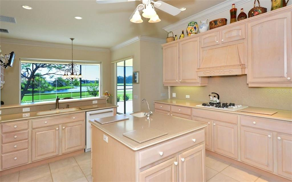 Kitchen - Single Family Home for sale at 979 Chickadee Dr, Venice, FL 34285 - MLS Number is N6102266