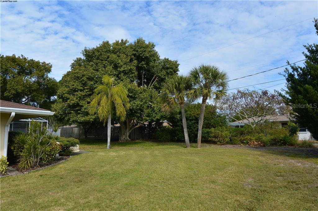 Yard - Single Family Home for sale at 400 Park Lane Dr, Venice, FL 34285 - MLS Number is N6103786