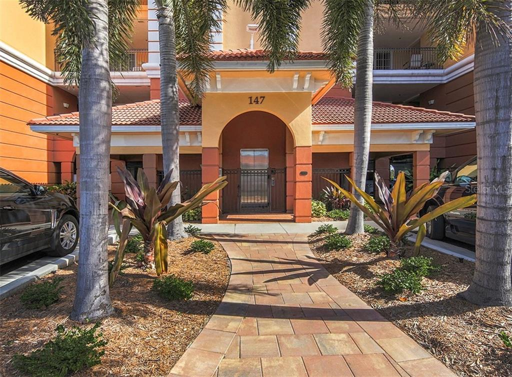 Building entry - Condo for sale at 147 Tampa Ave E #902, Venice, FL 34285 - MLS Number is N6104823