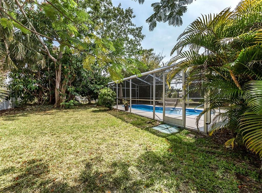 Yard - Single Family Home for sale at 409 Darling Dr, Venice, FL 34285 - MLS Number is N6105760