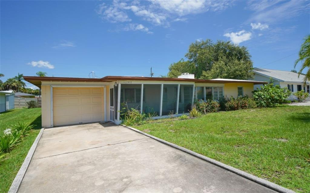 Single Family Home for sale at 412 Golden Beach Blvd, Venice, FL 34285 - MLS Number is N6106090