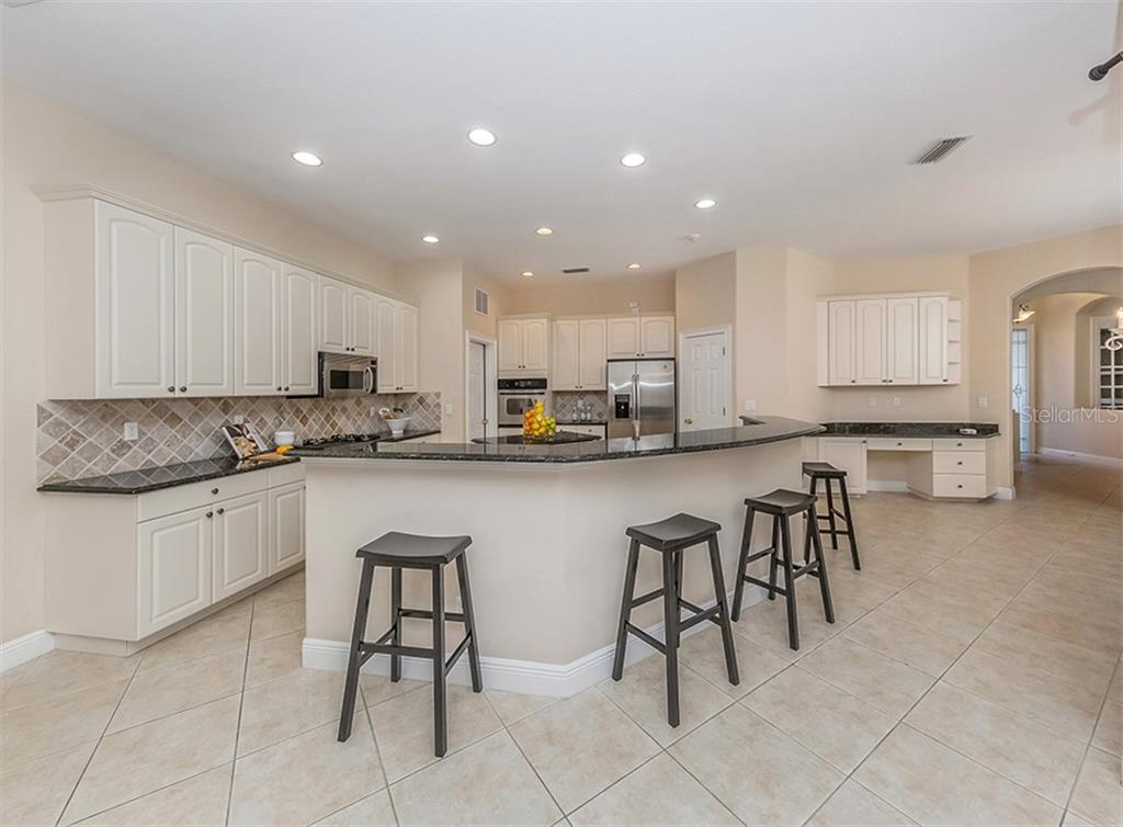 Breakfast bar, kitchen - Single Family Home for sale at 106 Vicenza Way, North Venice, FL 34275 - MLS Number is N6106168
