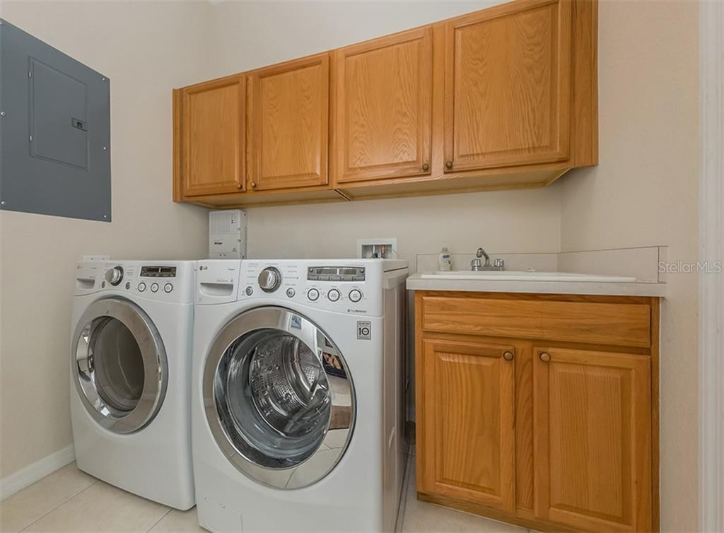 Laundry room - Condo for sale at 806 Ravinia Cir #806, Venice, FL 34292 - MLS Number is N6106331