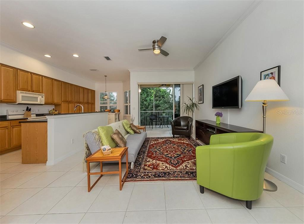 Living room with slider to lanai - Condo for sale at 806 Ravinia Cir #806, Venice, FL 34292 - MLS Number is N6106331