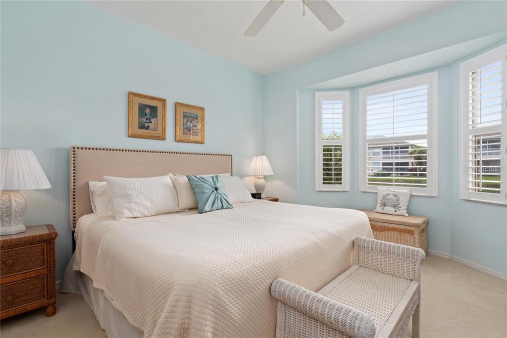 Master  bedroom - Villa for sale at 1708 Fountain View Cir, Venice, FL 34292 - MLS Number is N6106422