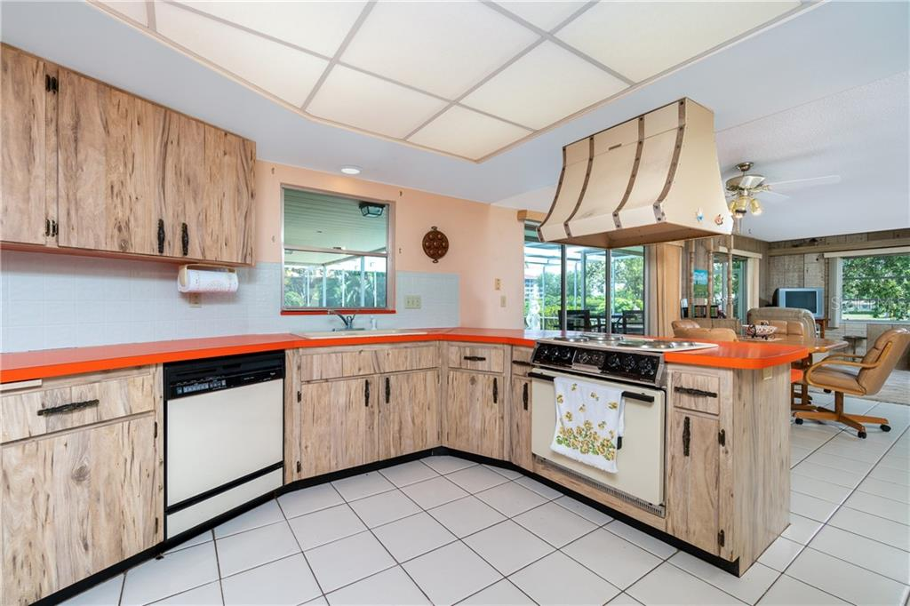 Kitchen with large window overlooking lanai/pool - Single Family Home for sale at 359 Renoir Dr, Osprey, FL 34229 - MLS Number is N6106429