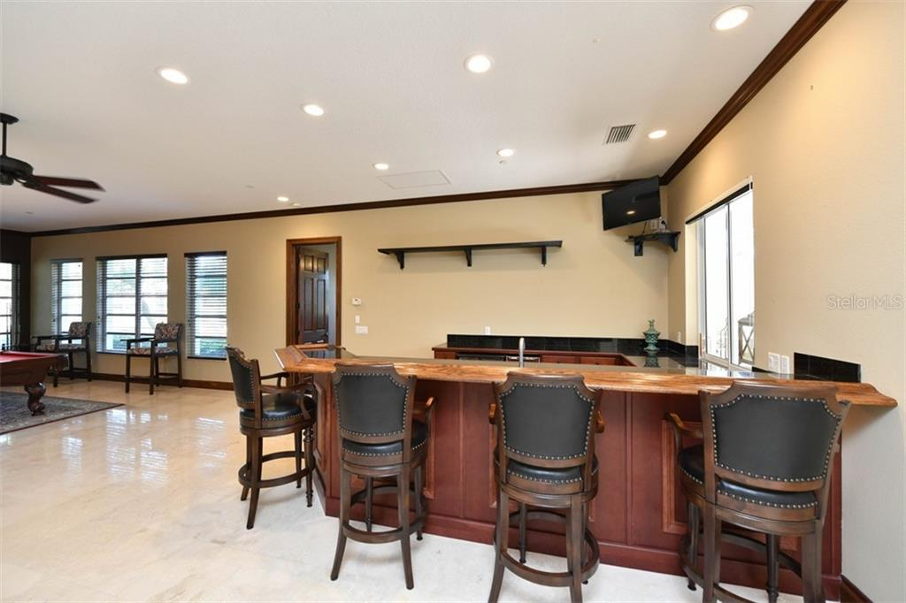 Wet bar - Single Family Home for sale at 854 Macewen Dr, Osprey, FL 34229 - MLS Number is N6106697