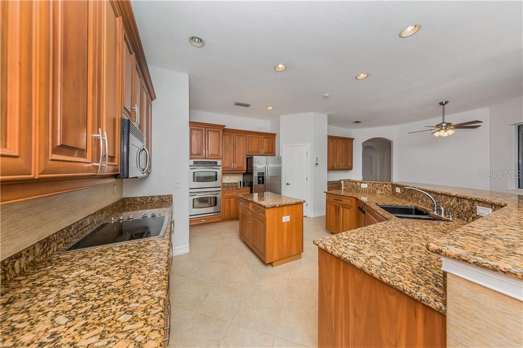 Spacious Kitchen - Single Family Home for sale at 262 Pesaro Dr, North Venice, FL 34275 - MLS Number is N6107589