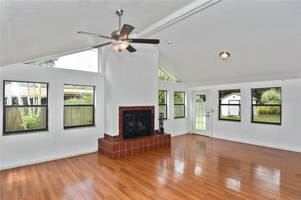 Family room - Single Family Home for sale at 615 Lehigh Rd, Venice, FL 34293 - MLS Number is N6108175