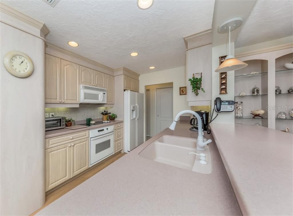 Kitchen - Single Family Home for sale at 500 Harbor Dr S, Venice, FL 34285 - MLS Number is N6108518