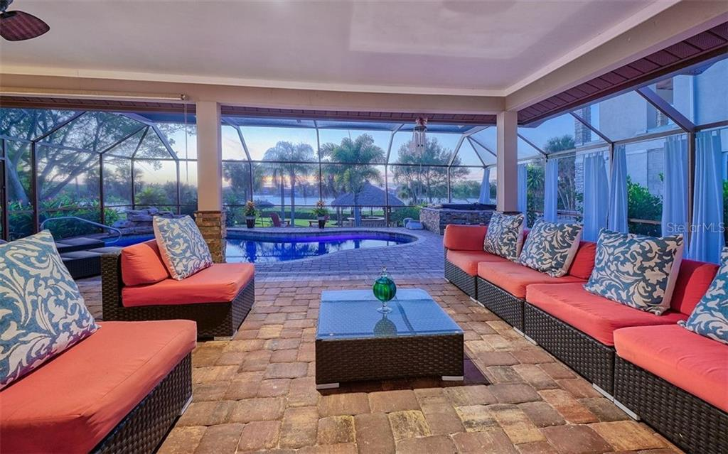 Covered lanai, pool, hot tub - Single Family Home for sale at 925 Bayshore Rd, Nokomis, FL 34275 - MLS Number is N6108586