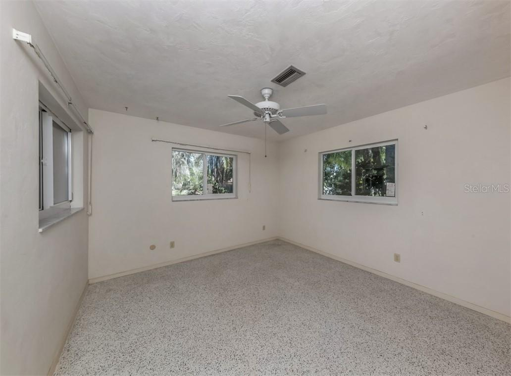 Bedroom 3 - Single Family Home for sale at 915 Bayshore Rd, Nokomis, FL 34275 - MLS Number is N6109471