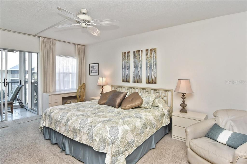 Master bedroom - Condo for sale at 1150 Tarpon Center Dr #303, Venice, FL 34285 - MLS Number is N6110126
