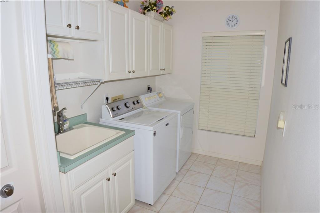 Laundry room - Single Family Home for sale at 413 Pebble Creek Ct, Venice, FL 34285 - MLS Number is N6110166