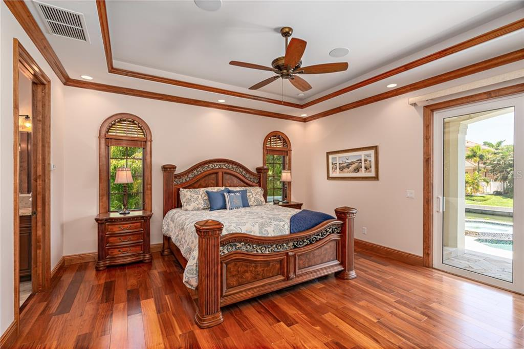 First Floor Master Suite - Single Family Home for sale at 510 Bowsprit Ln, Longboat Key, FL 34228 - MLS Number is N6110334