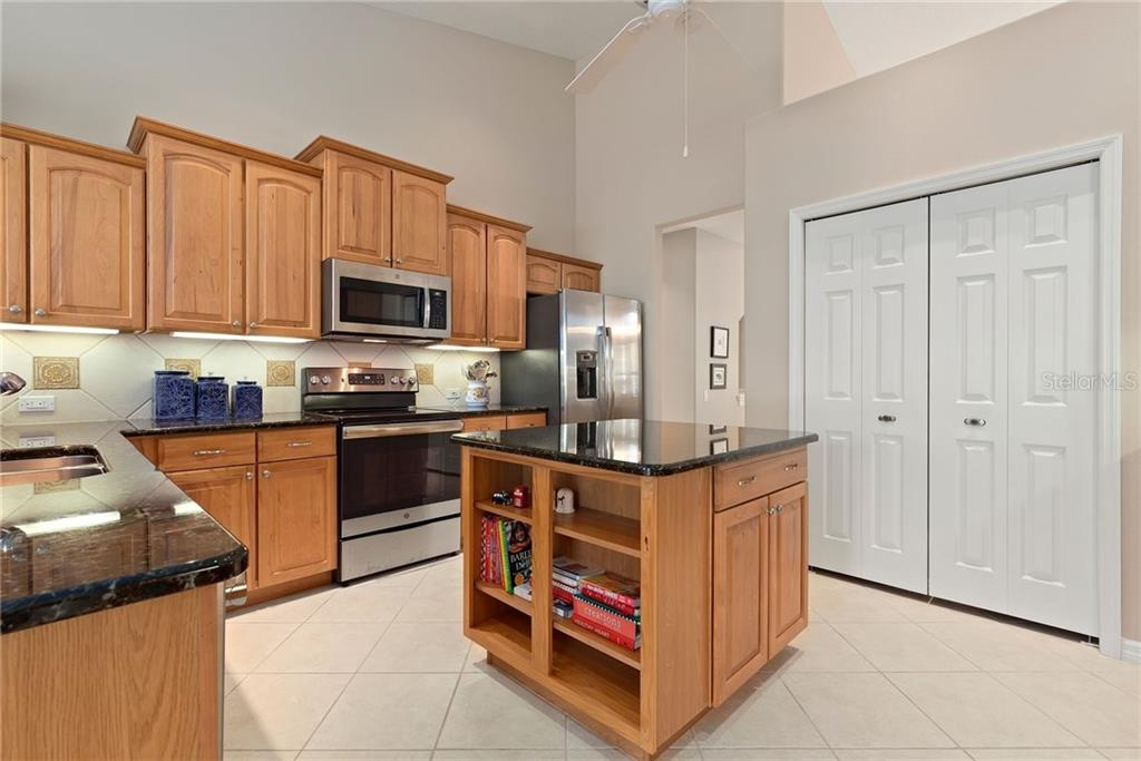 Kitchen - Single Family Home for sale at 953 Chickadee Dr, Venice, FL 34285 - MLS Number is N6111180