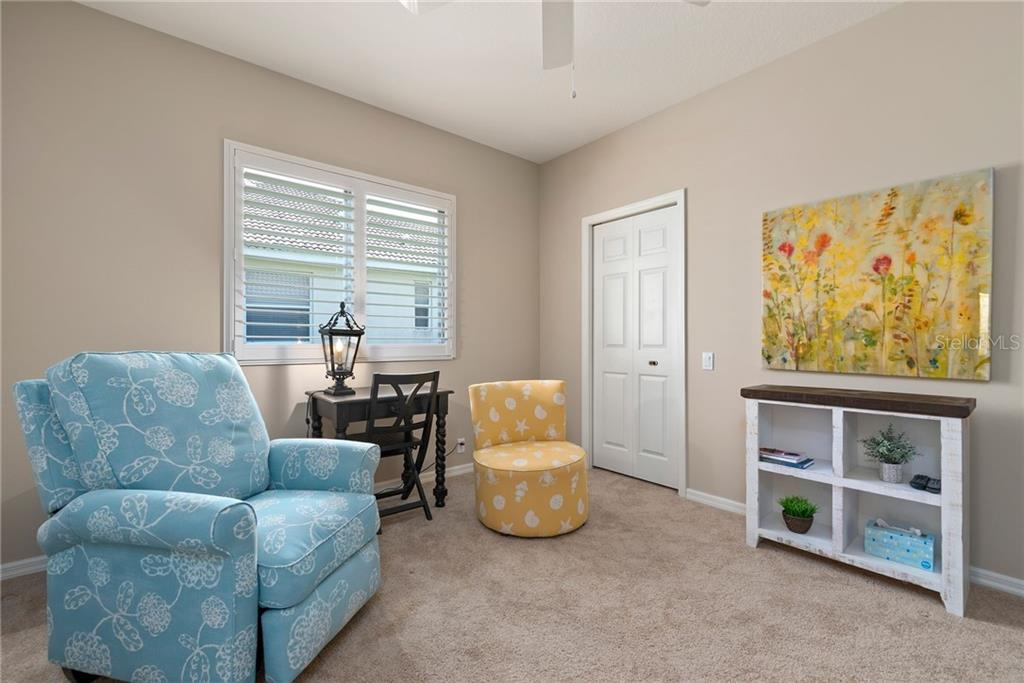 2nd bedroom with walk-in closet - Single Family Home for sale at 953 Chickadee Dr, Venice, FL 34285 - MLS Number is N6111180