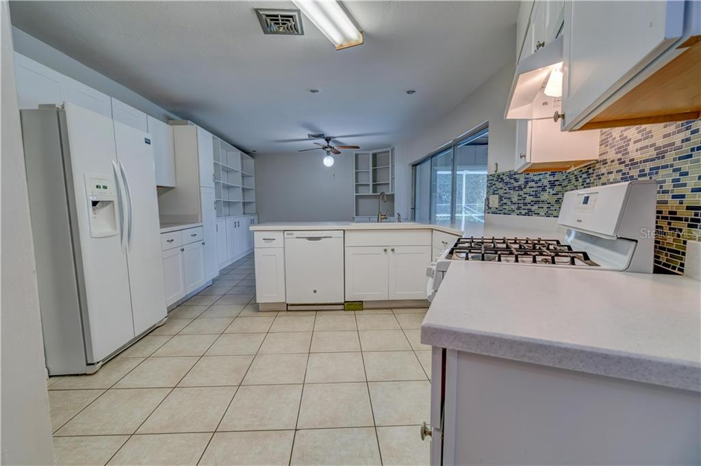 Kitchen - Single Family Home for sale at 158 Golf Club Ln, Venice, FL 34293 - MLS Number is N6111200