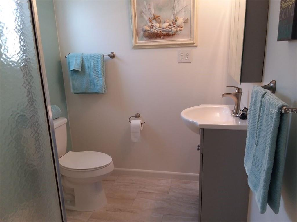 One of two full baths--this one can be another master suite as well - Single Family Home for sale at 707 S Green Cir #71, Venice, FL 34285 - MLS Number is N6111316