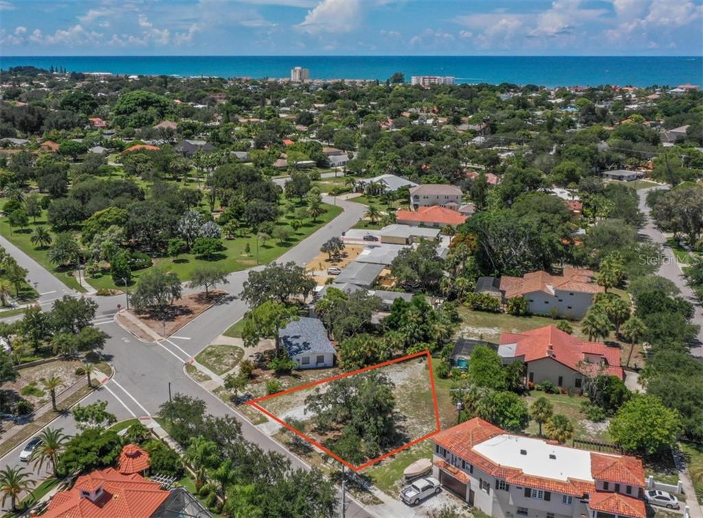Aerial, 1/2 block to Blalock Park - Vacant Land for sale at 230 Nassau St S, Venice, FL 34285 - MLS Number is N6111555