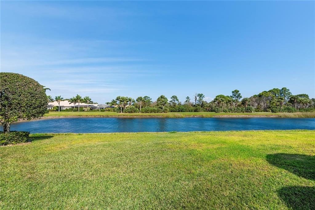 Lake - Single Family Home for sale at 886 Macaw Cir, Venice, FL 34285 - MLS Number is N6111692