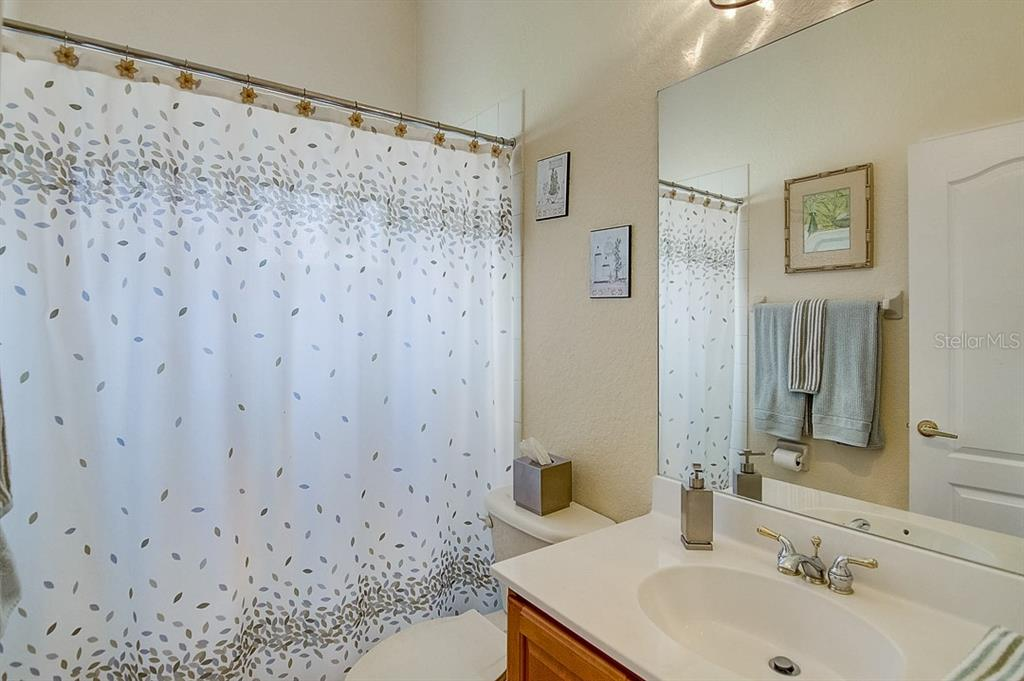 Guest bath - Single Family Home for sale at 1031 Scherer Way, Osprey, FL 34229 - MLS Number is N6111839