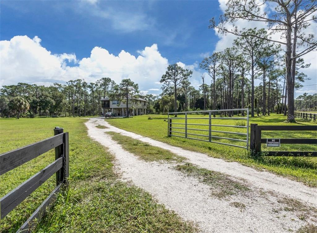 Driveway to property - Single Family Home for sale at 9425 Myakka Dr, Venice, FL 34293 - MLS Number is N6112567