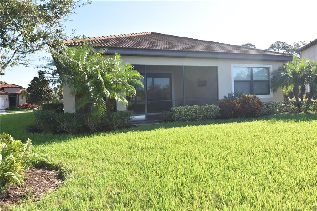 Single Family Home for sale at 1051 Bradberry Dr, Nokomis, FL 34275 - MLS Number is N6112687