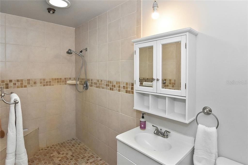 Master bathroom - Single Family Home for sale at 991 Kimball Rd, Venice, FL 34293 - MLS Number is N6113781