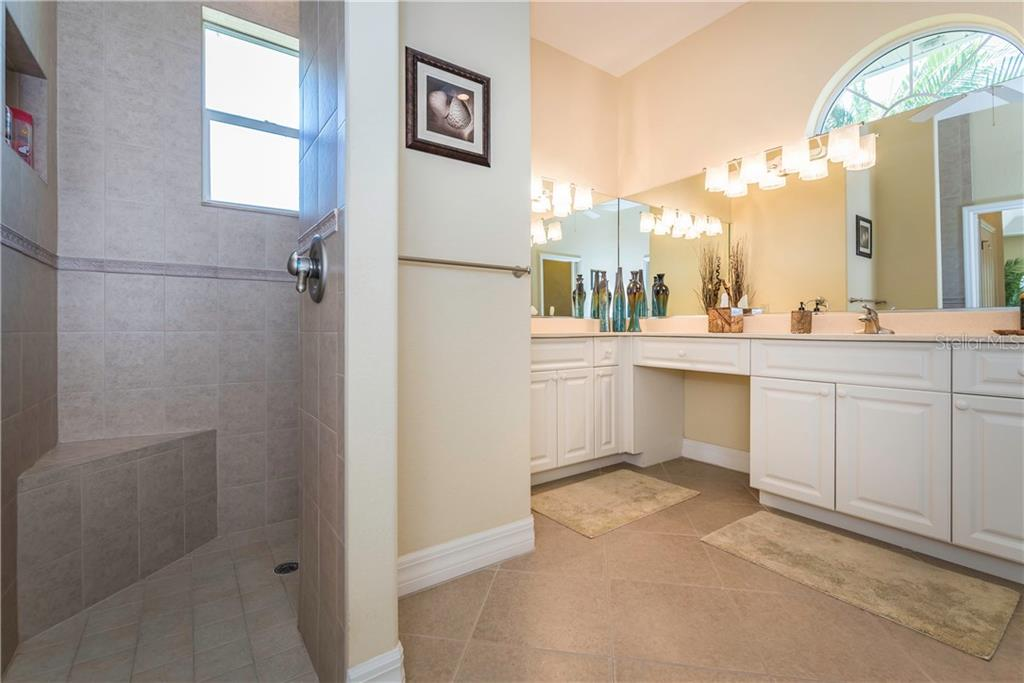 Master bath offers dual sinks, walk-in shower and garden tub. - Single Family Home for sale at 931 Linkside Way, Punta Gorda, FL 33955 - MLS Number is C7400849