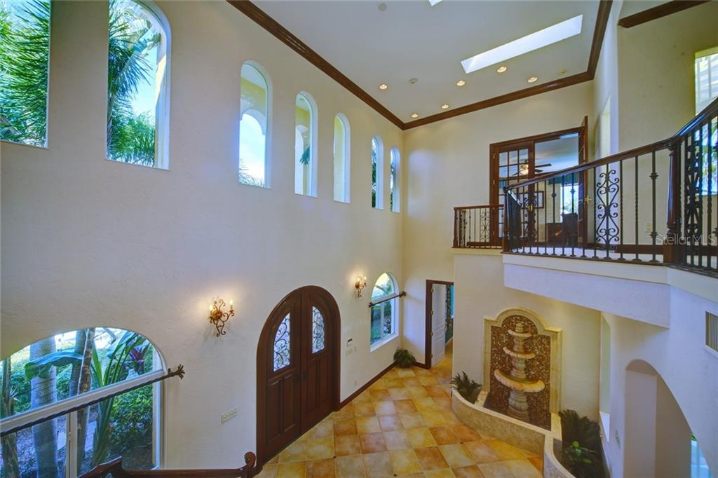 Additional photo for property listing at 580 Chipping Ln 580 Chipping Ln Longboat Key, Florida,34228 États-Unis
