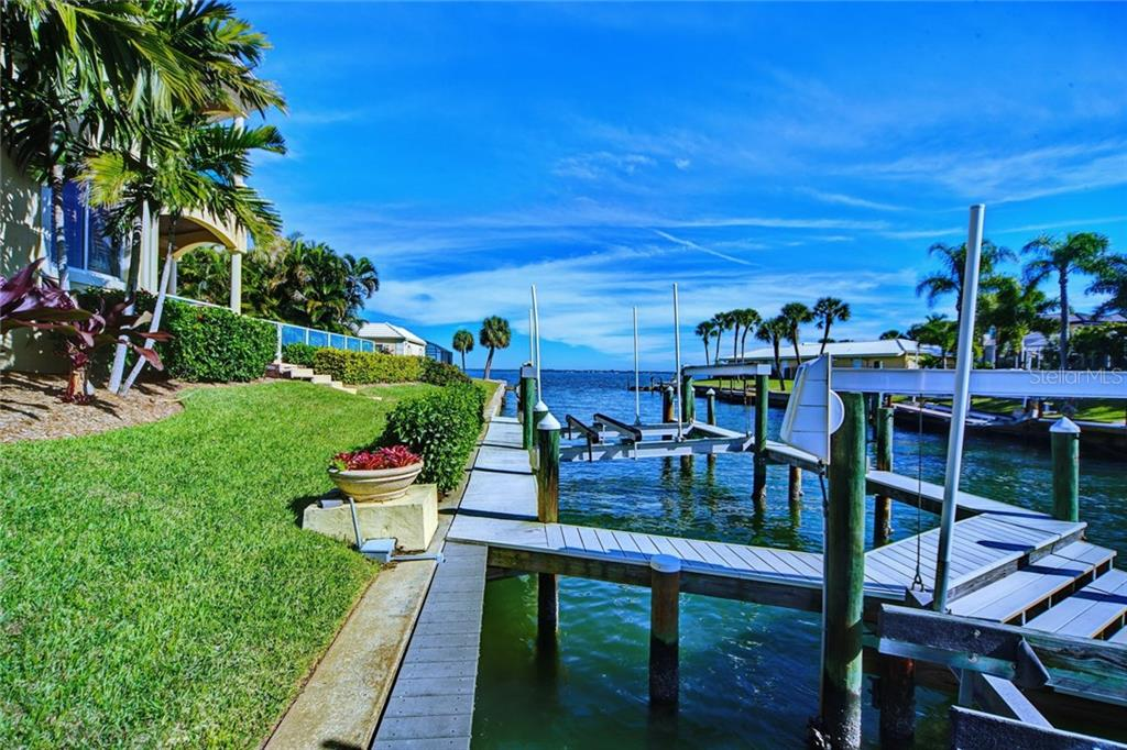 Additional photo for property listing at 580 Chipping Ln 580 Chipping Ln Longboat Key, Florida,34228 Amerika Birleşik Devletleri