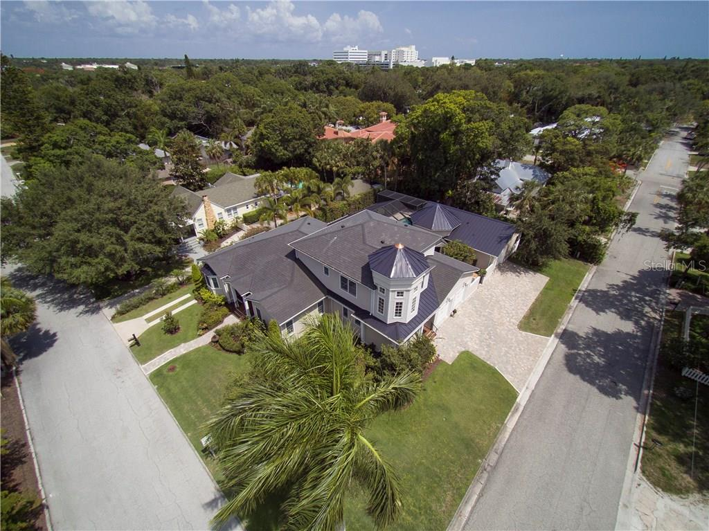 Single Family Home for sale at 1714 Irving St, Sarasota, FL 34236 - MLS Number is A4188000
