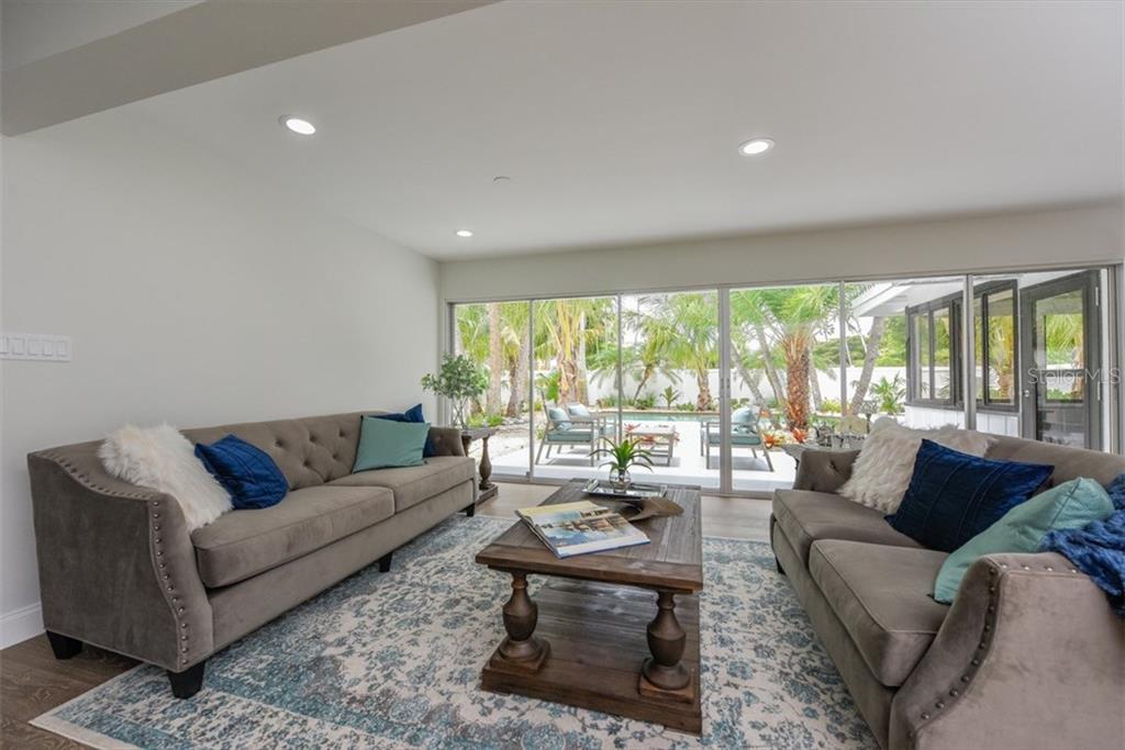 Additional photo for property listing at 47 N Washington Dr 47 N Washington Dr 萨拉索塔, 佛罗里达州,34236 美国