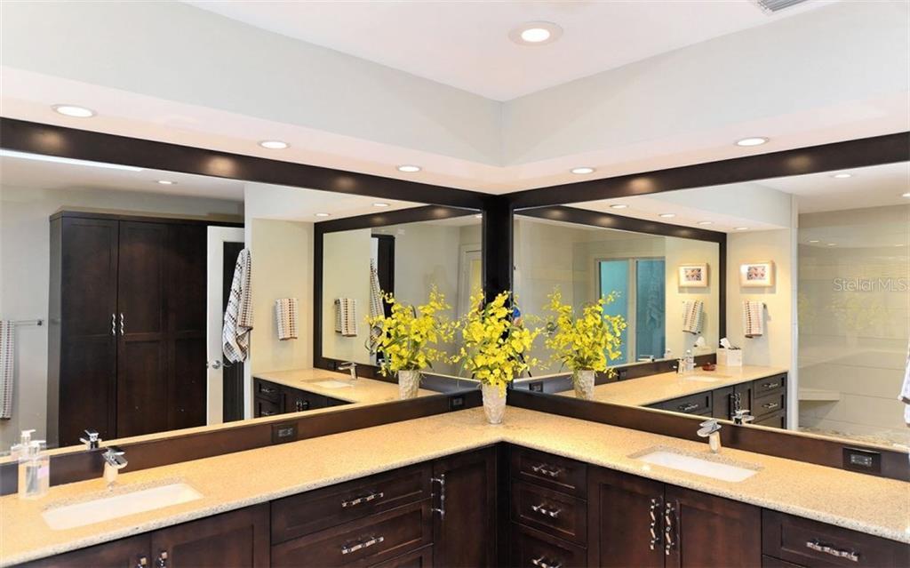 Additional photo for property listing at 5150 Jungle Plum Rd 5150 Jungle Plum Rd Sarasota, Florida,34242 United States
