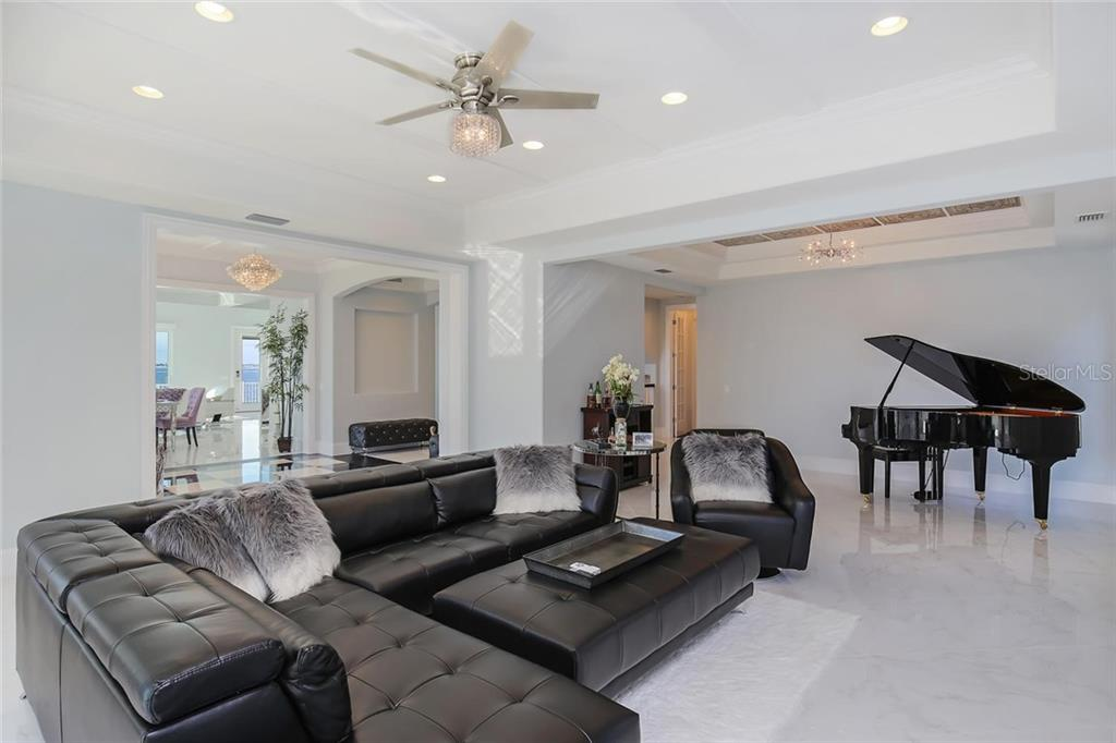 Additional photo for property listing at 1001 Tocobaga Ln 1001 Tocobaga Ln 萨拉索塔, 佛罗里达州,34236 美国