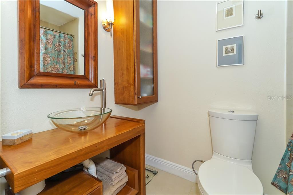 Third and fourth bedrooms share a full bathroom - Single Family Home for sale at 1179 Morningside Pl, Sarasota, FL 34236 - MLS Number is A4209174